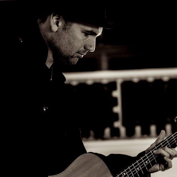 Tim Harding live at Honeysuckle Hotel