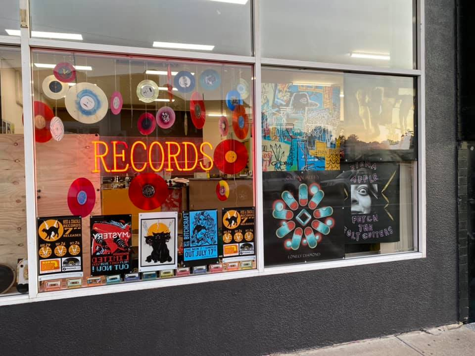 Hiss & Crackle Records
